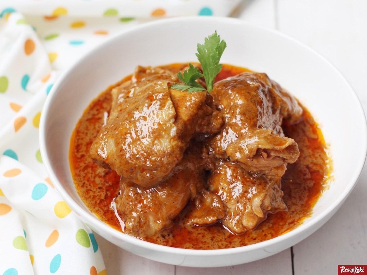 membuat rendang daging ayam