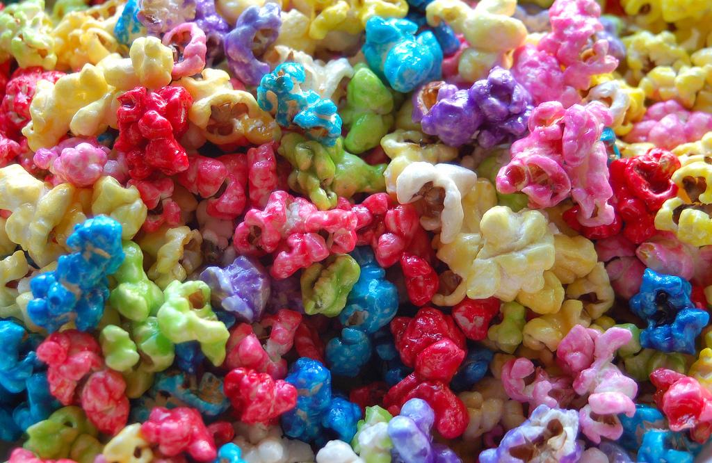 cara membuat popcorn warna-warni