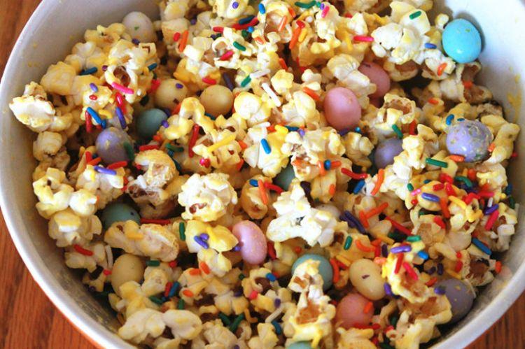 cara membuat popcorn warna warni