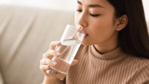 Manfaat Minum Air Putih Sebelum Tidur Untuk Kesehatan